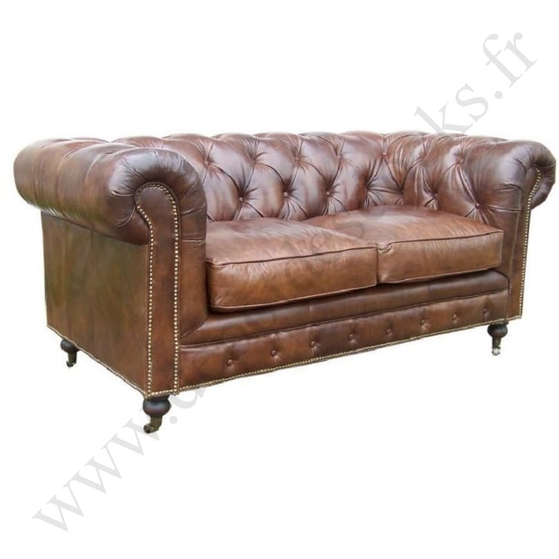 petit canap chesterfield en cuir vieilli le d p t des docks. Black Bedroom Furniture Sets. Home Design Ideas