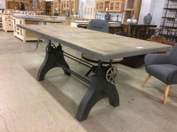 Grande table de repas relevable à manivelle de style industriel en manguier et métal 220x100 cm