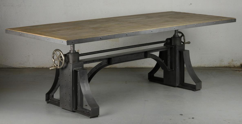 Grande table de repas relevable à manivelle de style industriel en ...
